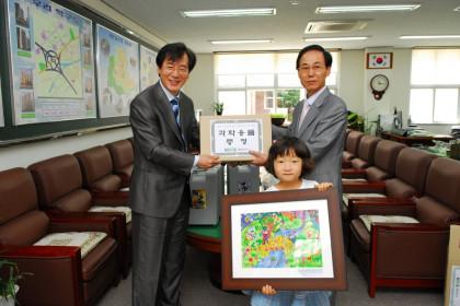 김해 석봉초등학교에 과학용품 기증