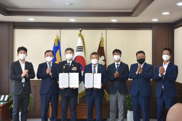 사진파일_한국재료연구원-경남경찰청, 업무협약 체결 기념촬영 모습