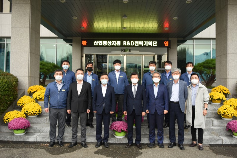 A delegation of MOTIE visited KIMS